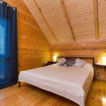 """Спальня с видом на море в коттеджах """"Каштак"""""""