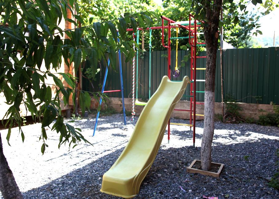Детская площадка отдых в Абхазии