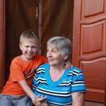 Эдик с бабушкой - лучший отдых с детьми в Абхазии на Каштаке