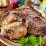 Традиционное мясо на Каштаке в Абхазии